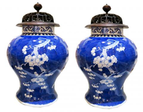 White and Blue Chinese Porcelain Vase
